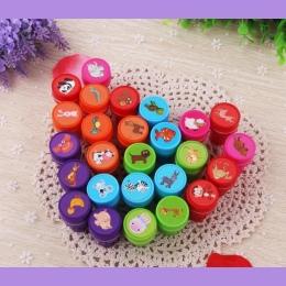 26 sztuk zwierząt Zabawki Chindren Znaczki Mini PlasticDIY Zabawki Prezenty Urodzinowe Klasyczny Rodzic-dziecko gry Zabawki
