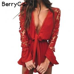 BerryGo Sexy v neck lace letni kombinezon romper Kobiety hollow out czarne krótkie kombinezony playsuit Elegancki łuk pochodni d