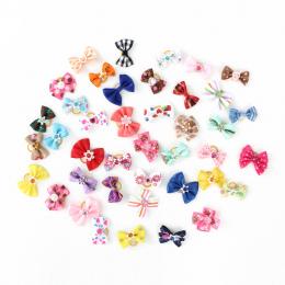 20/50/100 Sztuk Ręcznie Akcesoria Produkty Pet Grooming Dog Bow 6011026 Mały Kwiat Do Włosów Łuki Dla Małych psy Charms Prezent