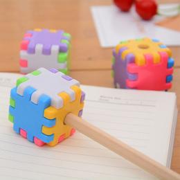 1 sztuk Kreatywny Cute Cartoon Zabawki Klocki Plastikowe Ołówek Dzieci Temperówka Uczeń Prezent Biurowe (Losowy Kolor) XBQ01