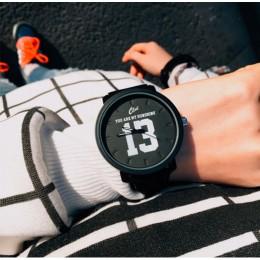 Moda gorąca sprzedaży najwyższej jakości kwarcowy analogowy Faux czarny skórzany pasek zegarek na rękę z numerem 13 i 14
