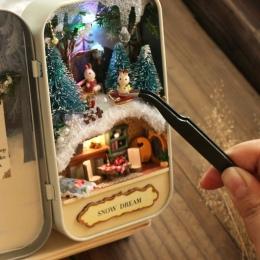 Śnieg Wymarzony Dom dla Lalek Miniaturowe Drewniane Puzzle 3D DIY Dollhouse Mini Meble Dekoracji Zabawki dla Kid Prezent Urodzin